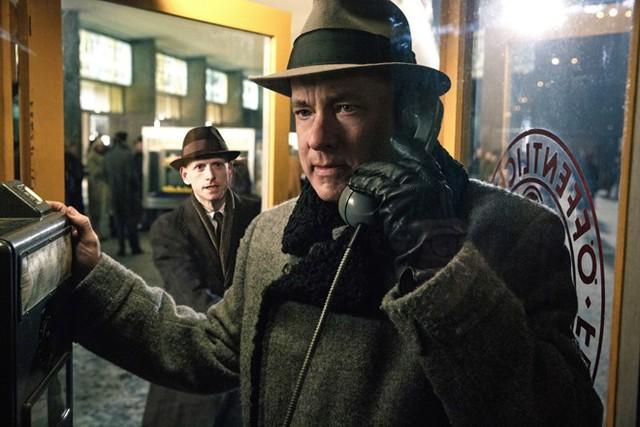 Giành được nhiều cảm tình của công chúng nhờ Bridge of Spies, nhưng Tom Hanks lại không có mặt tại đường đua Oscar năm nay. Ảnh: Universal