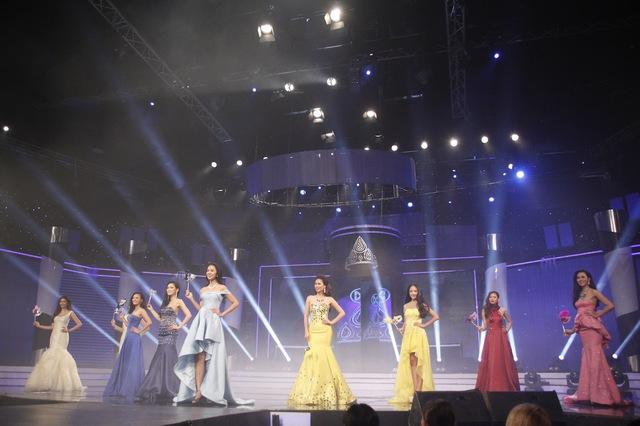 Phần thi trang phục dạ hội của top 9