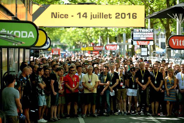 Đoàn đua giành 1 phút mặc niệm cho các nạn nhân trong vụ khủng bố tại Nice
