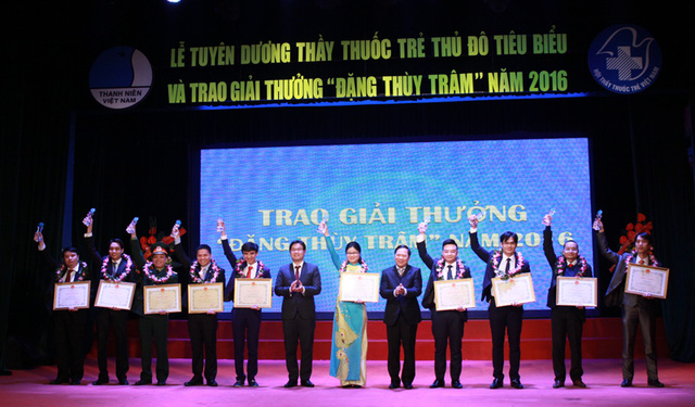 10 thầy thuốc trẻ Thủ đô xuất sắc tiêu biểu nhận giải thưởng Đặng Thùy Trâm