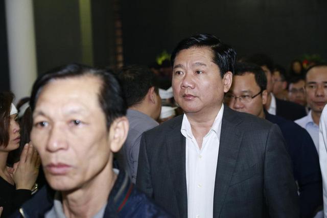 Bí thư Thành ủy TP. HCM Đinh La Thăng có mặt trong dòng người đến tiễn biệt Trần Lập lần cuối.