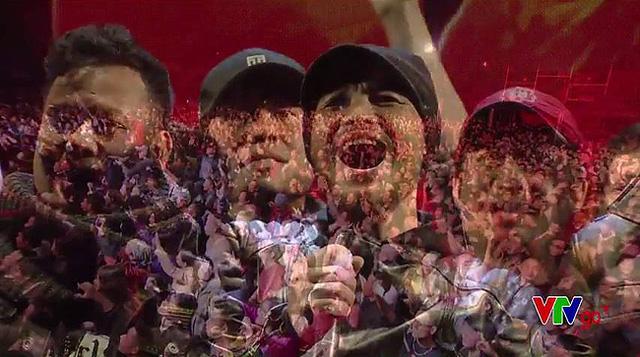 Một hình ảnh xúc động trong chương trình Bức tường và những người bạn: Đôi bàn tay thắp lửa diễn ra tối 16/1.