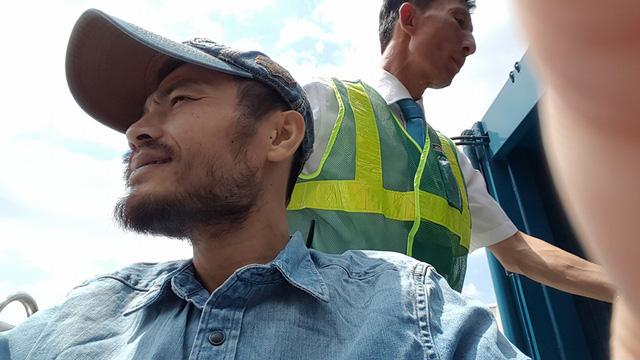 Hình ảnh cuối cùng của bản thân được Trần Lập cập nhật trên Facebook của anh vào ngày 26/2. Chú thích cho bức ảnh, thủ lĩnh của nhóm Bức tường viết: Lâu lắm mới lại hưởng nắng Sài Gòn.