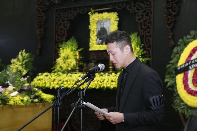 MC Anh Tuấn tại tang lễ của ca sĩ - nhạc sĩ Trần Lập ngày 23/3. (Ảnh: HD Media)