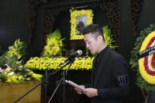 MC Anh Tuấn, một trong những người bạn thân thiết của Trần Lập, đã không ngăn được nước mắt khi đọc những lời tiễn đưa.