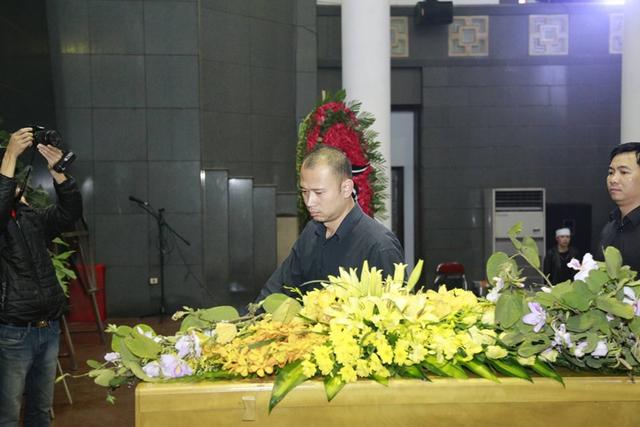 Nhà báo Long Vũ