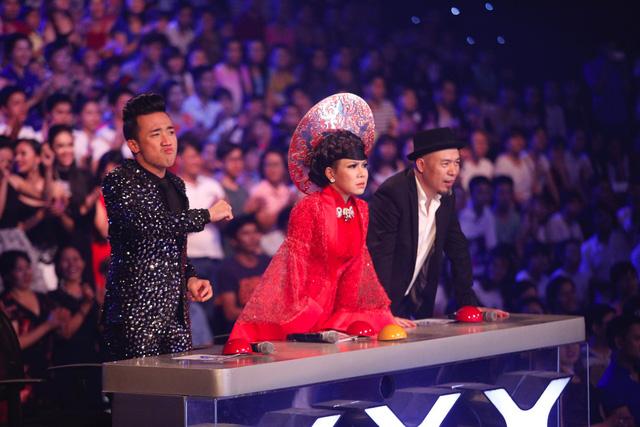 Ban giám khảo không thể ngồi yên trên ghế nóng trước sự cuồng nhiệt của cậu nhóc đầu nấm.