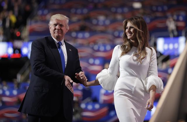 Theo các kết quả thăm dò mới nhất, ông Donald Trump đang bị bà Hillary Clinton dẫn trước 6 điểm % về tỷ lệ ủng hộ (Ảnh: AP)
