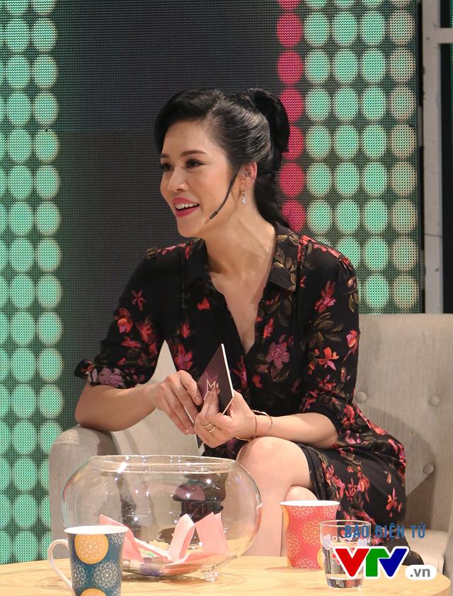 Cô tỏ ra cởi mở và cũng khá thẳng thắn trong cuộc trò chuyện cùng MC Phí Linh.