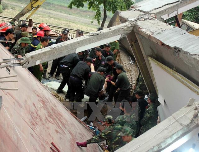Vụ sập nhà xảy ra khi có 6 người đang ngủ trong nhà (Ảnh: TTXVN)