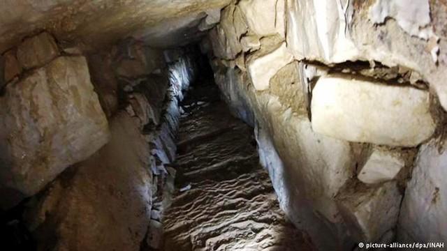 Đường hầm dẫn nước bí mật mới được phát hiện. Ảnh: INAH