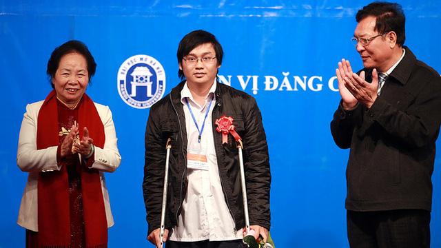 Đỗ Duy Hiếu được giải nhất Tài năng Khoa học trẻ Việt Nam năm 2013.