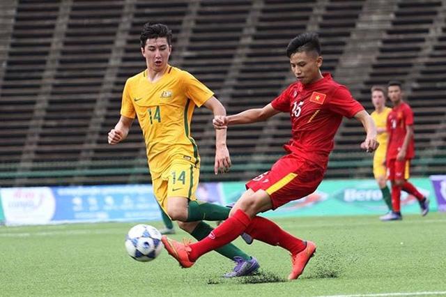 U16 Việt Nam (áo đỏ) từng giành chiến thắng 3-0 trước U16 Australia ở vòng bảng.