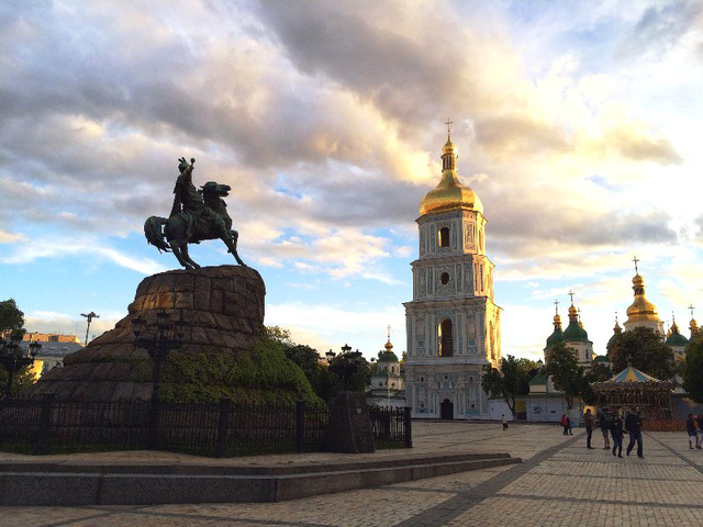1. Ukraine: Không tặng hoa với số lượng chẵn.