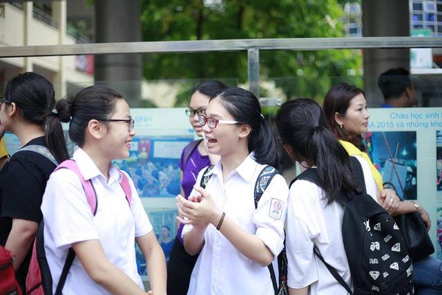 Nụ cười rạng rỡ của các thí sinh khi hết giờ thi