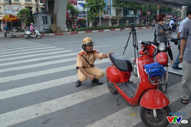 Có một số loại xe đạp điện có ngoại hình giống xe máy điện nên lực lượng CSGT phải tiến hành kiểm tra kĩ để không xử phạt nhầm lẫn các trường hợp xe đạp điện.