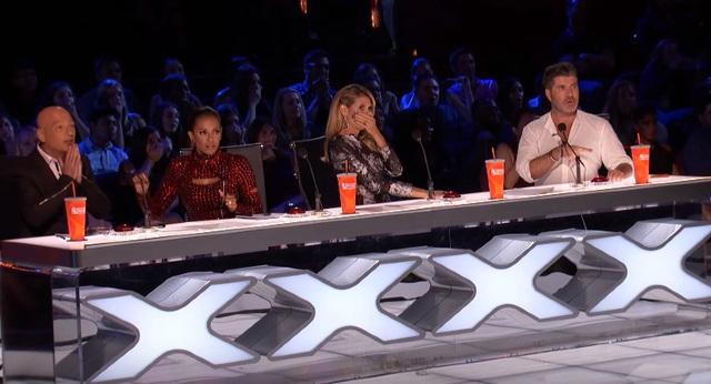 Ban giám khảo sợ hãi trước sự cố trong đêm thi.