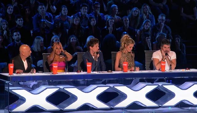 Ban giám khảo không dám nhìn thí sinh.