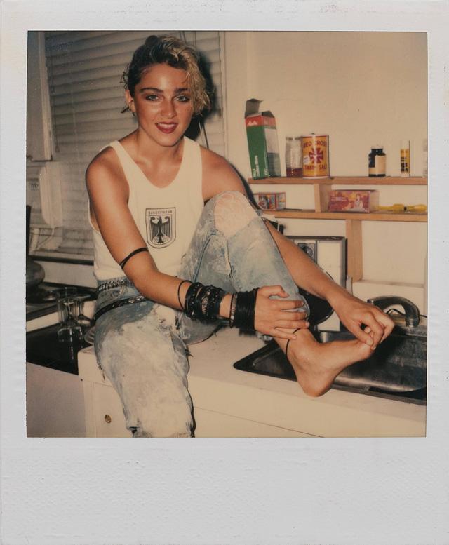 Nhiều người hẳn sẽ vô cùng bất ngờ khi ngắm nhìn Madonna trong những bức ảnh polaroid cũ. Đó là khi nữ ca sĩ 24 tuổi.