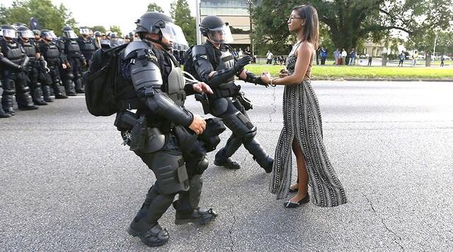 Bức ảnh biểu tượng của phòng trào Black Lives Matter. Ảnh: Reuters
