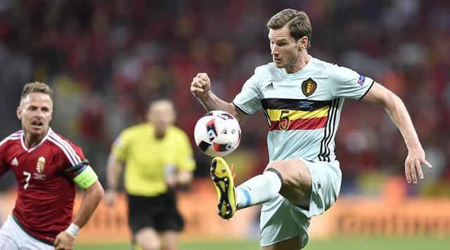 Jan Vertonghen (áo xanh) sẽ vắng mặt và nghỉ hết giải do chấn thương. Ảnh: UEFA