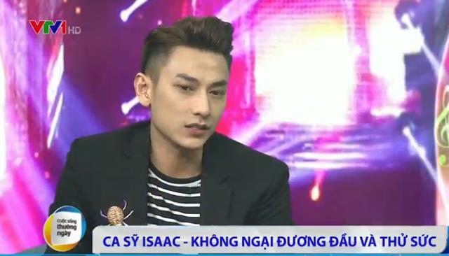 Nam ca sĩ điển trai Isaac trong chương trình Cuộc sống thường ngày.