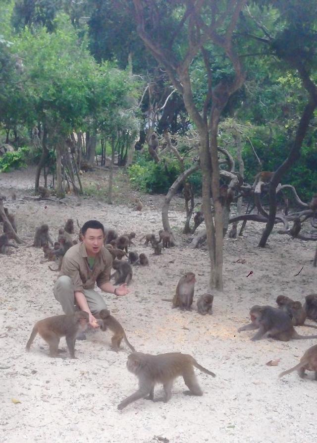 BTV Việt Phong trong một cảnh quay ở đảo Khỉ (Nha Trang)