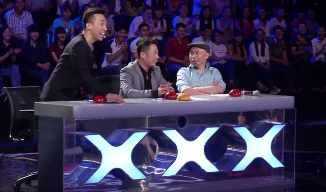 Ca sĩ Bằng Kiều tham gia ghế nóng cùng Trấn Thành và nhạc sĩ Huy Tuấn.