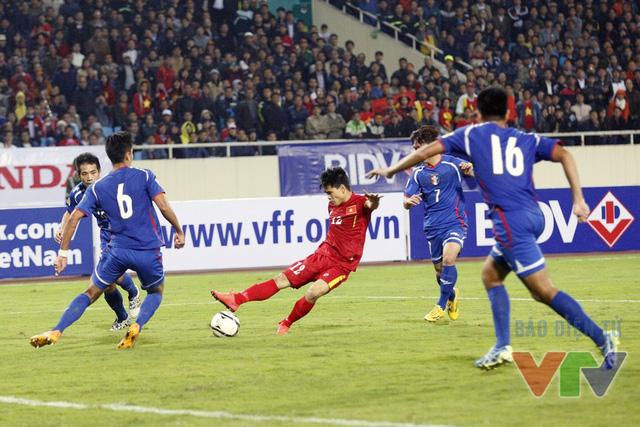 Đình Tùng vào thay Văn Toàn trong hiệp 2 và anh suýt chút nữa đã có bàn thắng nếu như không sút trượt bóng