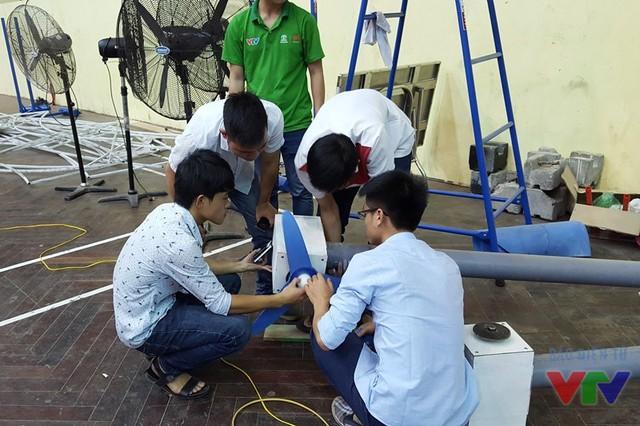 Các đội tuyển được trực tiếp kiểm tra cánh quạt và turbine trong buổi giải đáp thắc mắc