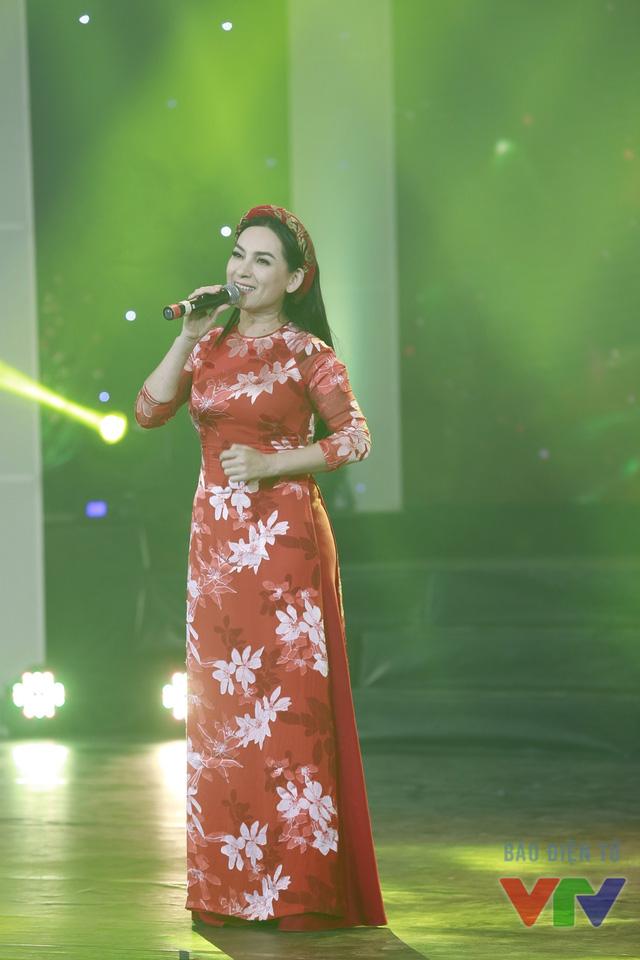 Ca sĩ Phi Nhung
