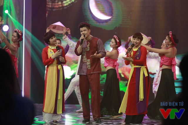 Ca sỹ Đinh Mạnh Ninh - Ngọc Khuê và Khánh Linh với tiết mục Dân ca 3 miền