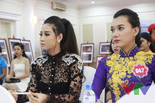 Các thí sinh Hoa hậu Biển Việt Nam 2016 có mặt tại điểm thi từ sớm để nghe hướng dẫn của BTC.