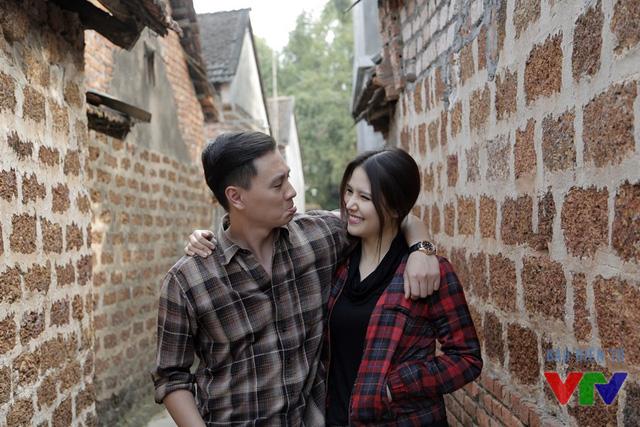 Phanh Lee và Kiên Hoàng vừa chụp ảnh vừa đùa nhau
