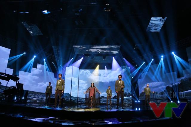 Ngoài ca khúc Tổ quốc tôi chưa đẹp thế bao giờ, Thanh Lam còn thể hiện ca khúc Biển của ta trong chương trình Xuân đoàn viên.