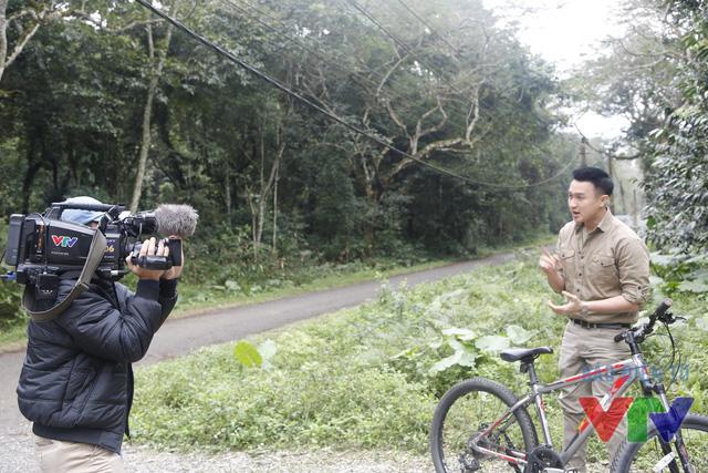 MC Việt Phong trong những bối cảnh khác nhau của Chuyện con giáp Bính Thân 2016