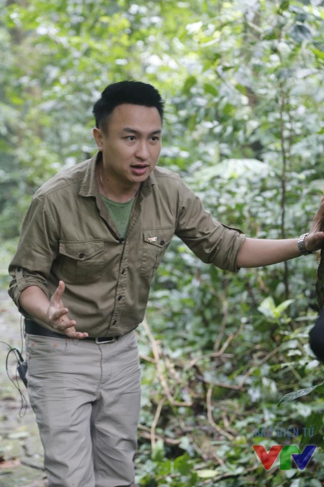 BTV Việt Phong thực hiện một cảnh quay đặc biệt trong Chuyện con giáp Bính Thân 2016 - Người anh em (Ảnh: Lan Chi)