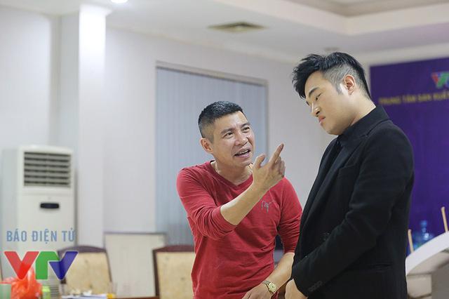 Cô Đẩu gặp lại anh chàng Thiên Lôi bị thất sủng Minh Quân tại một buổi tập khi anh mang một món đồ chơi công nghệ đến cho đạo diễn Đỗ Thanh Hải. Cả hai đã diễn lại cảnh cô Đẩu mắng mỏ anh chàng cựu Thiên Lôi tội nghiệp.