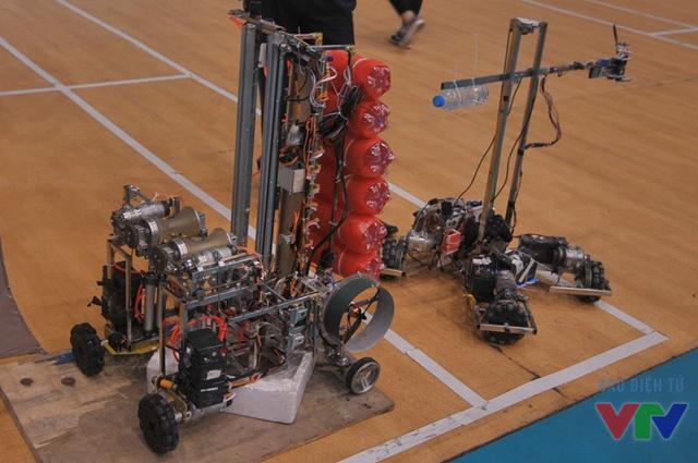 Hybrid Robot của CĐN GTVTTW I - 01 đã được trang bị cơ cấu leo cột