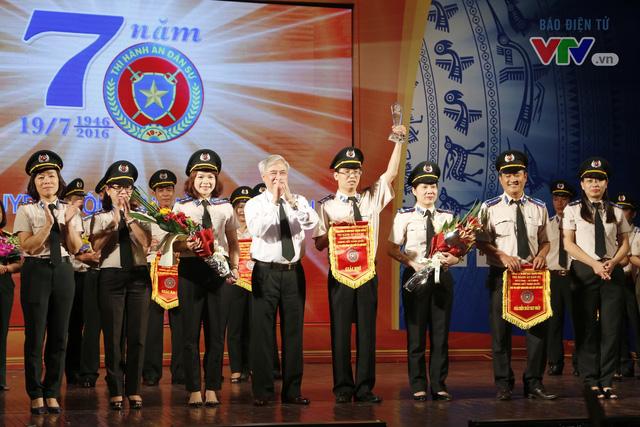 Giải nhì được trao cho đội thi đến từ Cục THADS TP. Hà Nội
