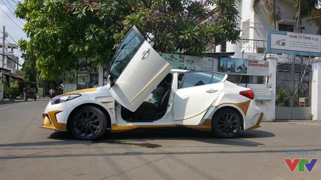 Hai cửa trước được thay thế bằng cửa kéo đặc trưng của Lamborghini (Ảnh: NVCC)