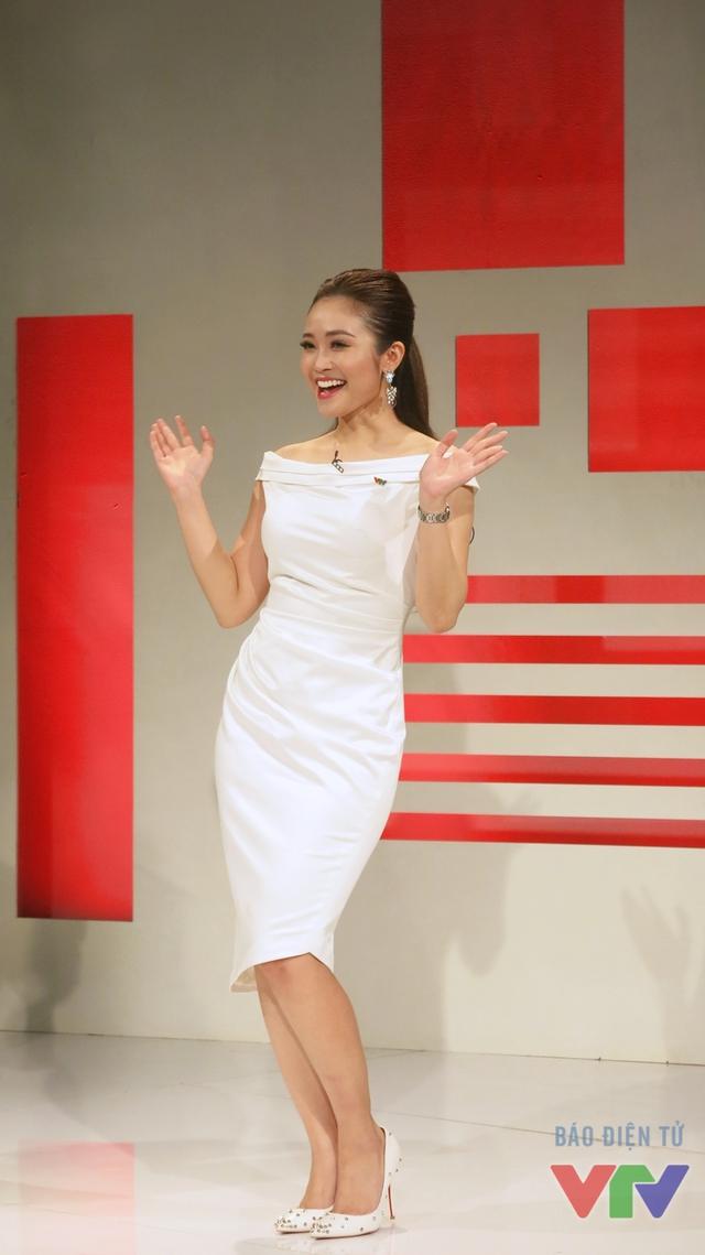 MC Thùy Linh giới thiệu khách mời của chương trình
