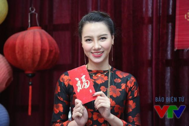Trong năm mới Bính Thân 2016, MC Minh Hà sẽ tiếp tục đảm nhận vai trò người dẫn của Café sáng với VTV3 và sẽ tiếp tục phát triển công việc thiết kế thời trang - một niềm đam mê của nữ MC.