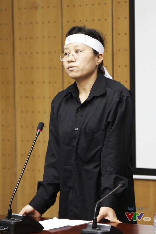 ,Chị Trần Thị Hà - vợ phi công Trần Quang Khải gửi lời cảm ơn tới các tổ chức, cơ quan đã giúp đỡ, hỗ trợ gia đình vượt qua nỗi mất mát lớn.
