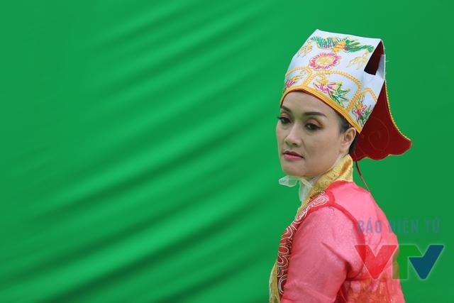 Do NSƯT Minh Hằng bận lịch công tác nên Vân Dung là sẽ Táo nữ duy nhất trong Táo quân 2016.