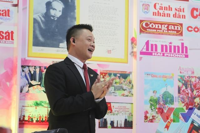 BTV Quang Minh cổ vũ tiết mục sôi động của Trúc Nhân
