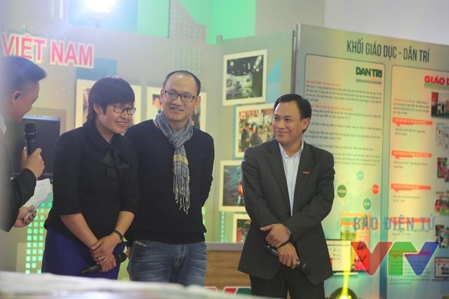 Các khách mời đã có cuộc trò chuyện thú vị xung quanh chủ đề Báo chí trong thời đại công nghệ thông tin.
