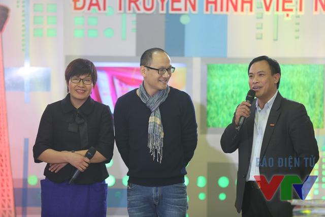 Từ phải sang: nhà báo Xuân Quang, nhà báo Phan Đăng, nhà báo Thu Trang.