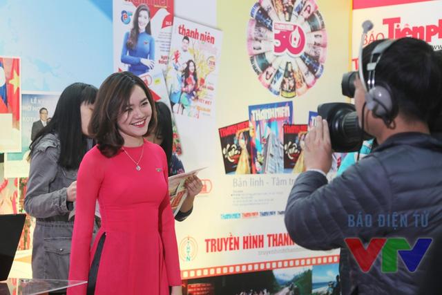 Một góc khác của chương trình Bữa trưa vui vẻ do MC Khánh Vân đảm nhiệm.