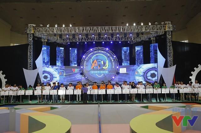 Sân khấu và sân thi đấu đã sẵn sàng cho vòng chung kết Robocon Việt Nam 2016